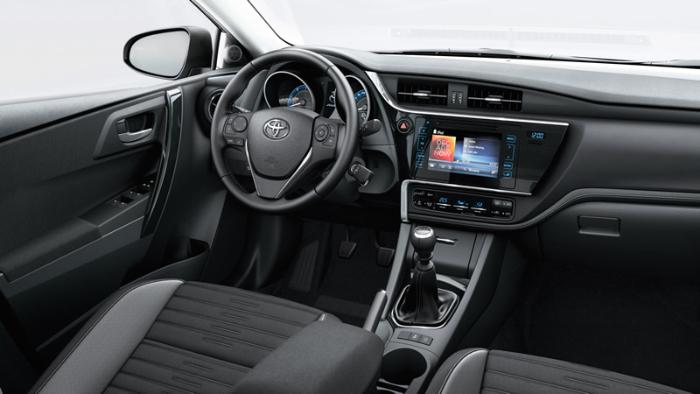 2018 Toyota Auris Interior