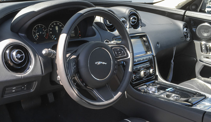 2020 Jaguar XJ Supercharged Interior